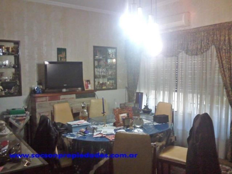 v428. Catelar, venta casa 7 amb.  consultorio con entrada independiente y sala de espera.