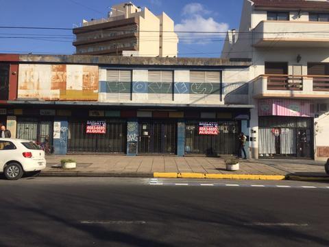 LOCAL 310 M2  COMERCIAL SOBRE AVENIDA CON PERMISO DE ESTACIONAMIENTO  CARGA Y DESCARGA