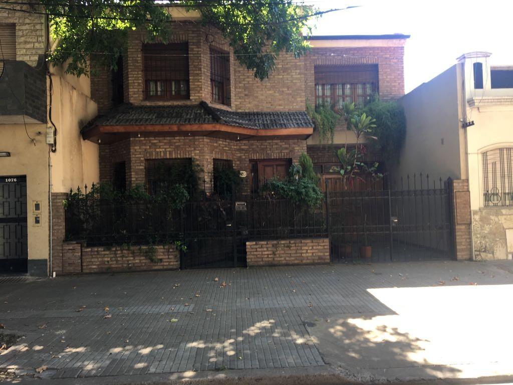 Casa 3 Dormitorios en Venta Zona Echesortu