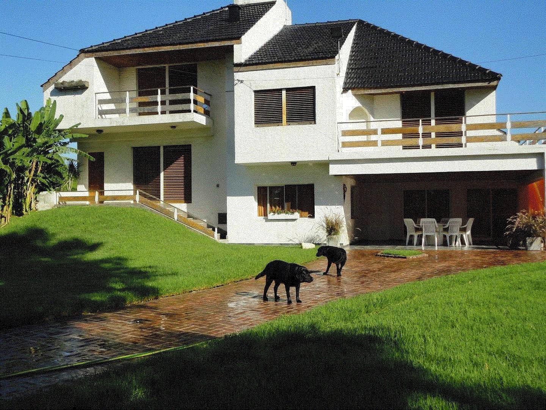 Espectacular casa quinta en excelente zona Barrio De Vicenzo Grande