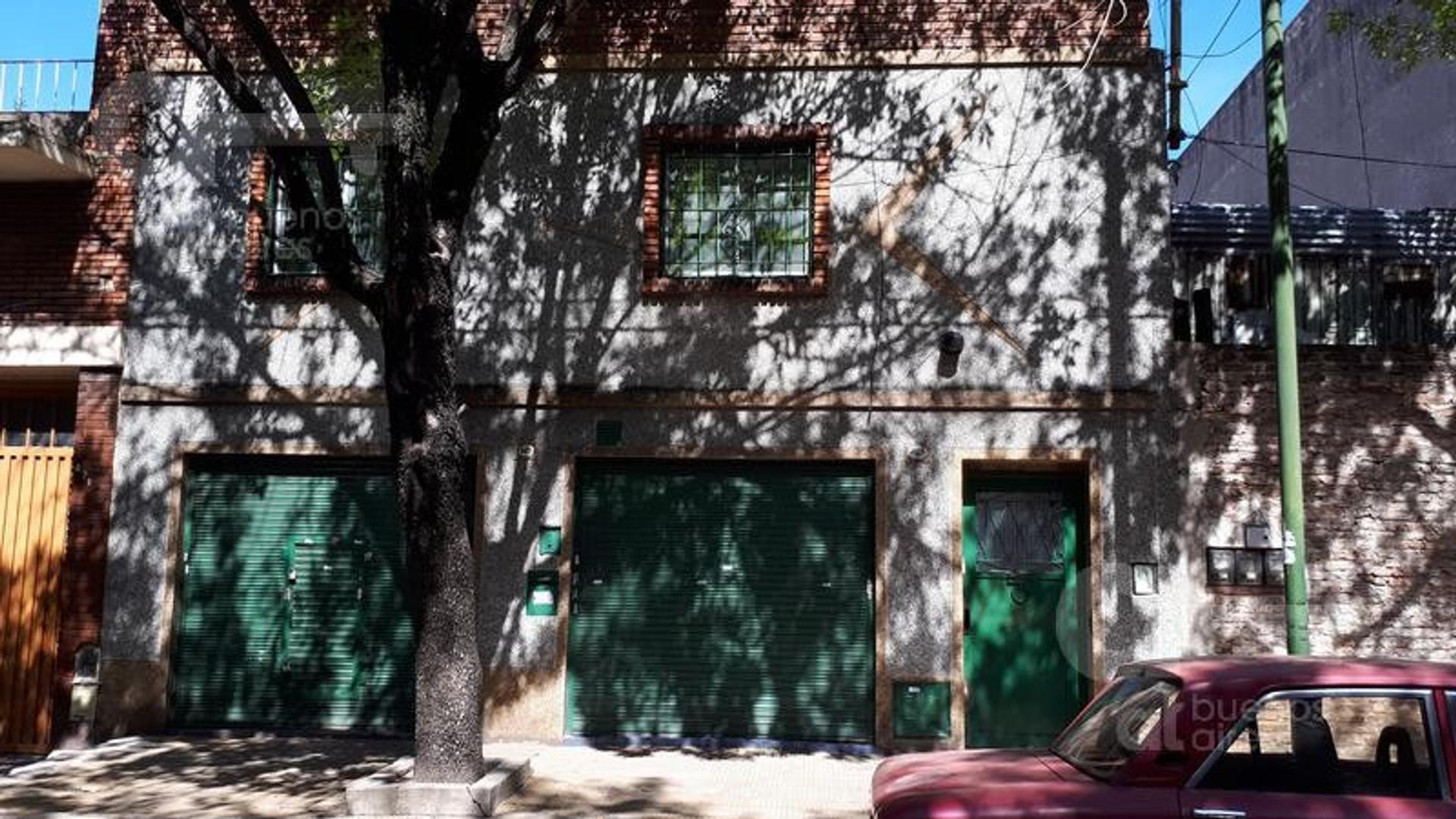 2 Locales - 2 ambientes y terraza  - Barracas
