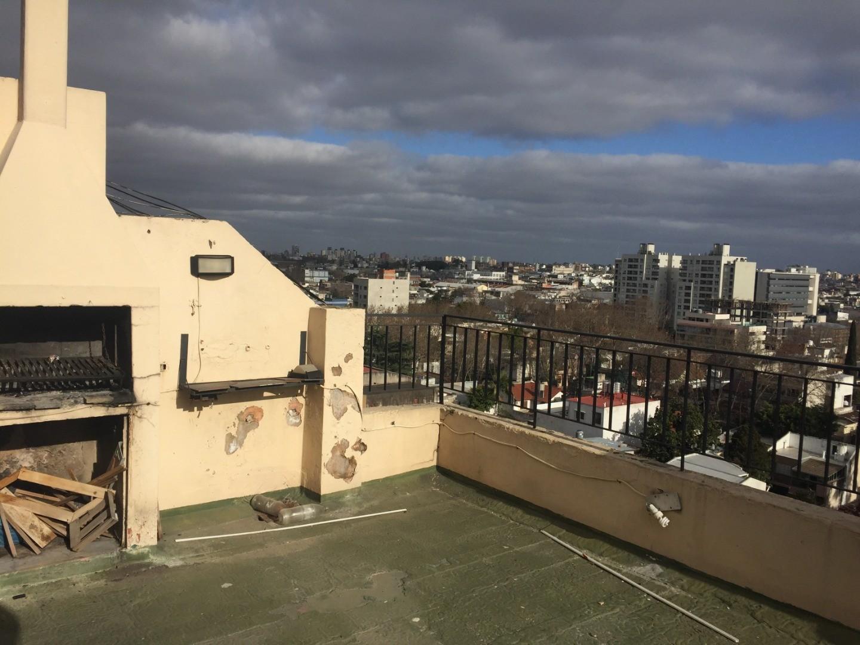 2 AMB con balcon terraza y parrilla. EXCELENTE UBICACION.