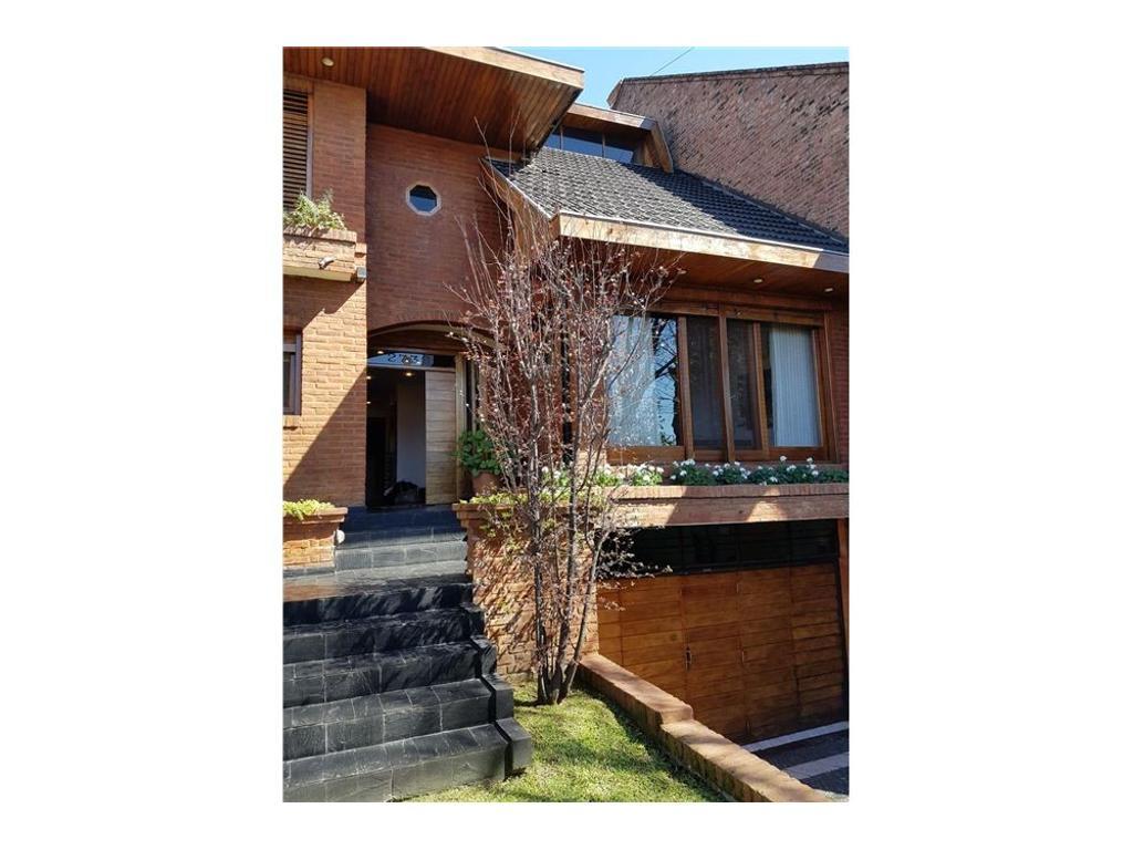 Venta Casa en Martínez c/muy lindo Jardin y Pileta