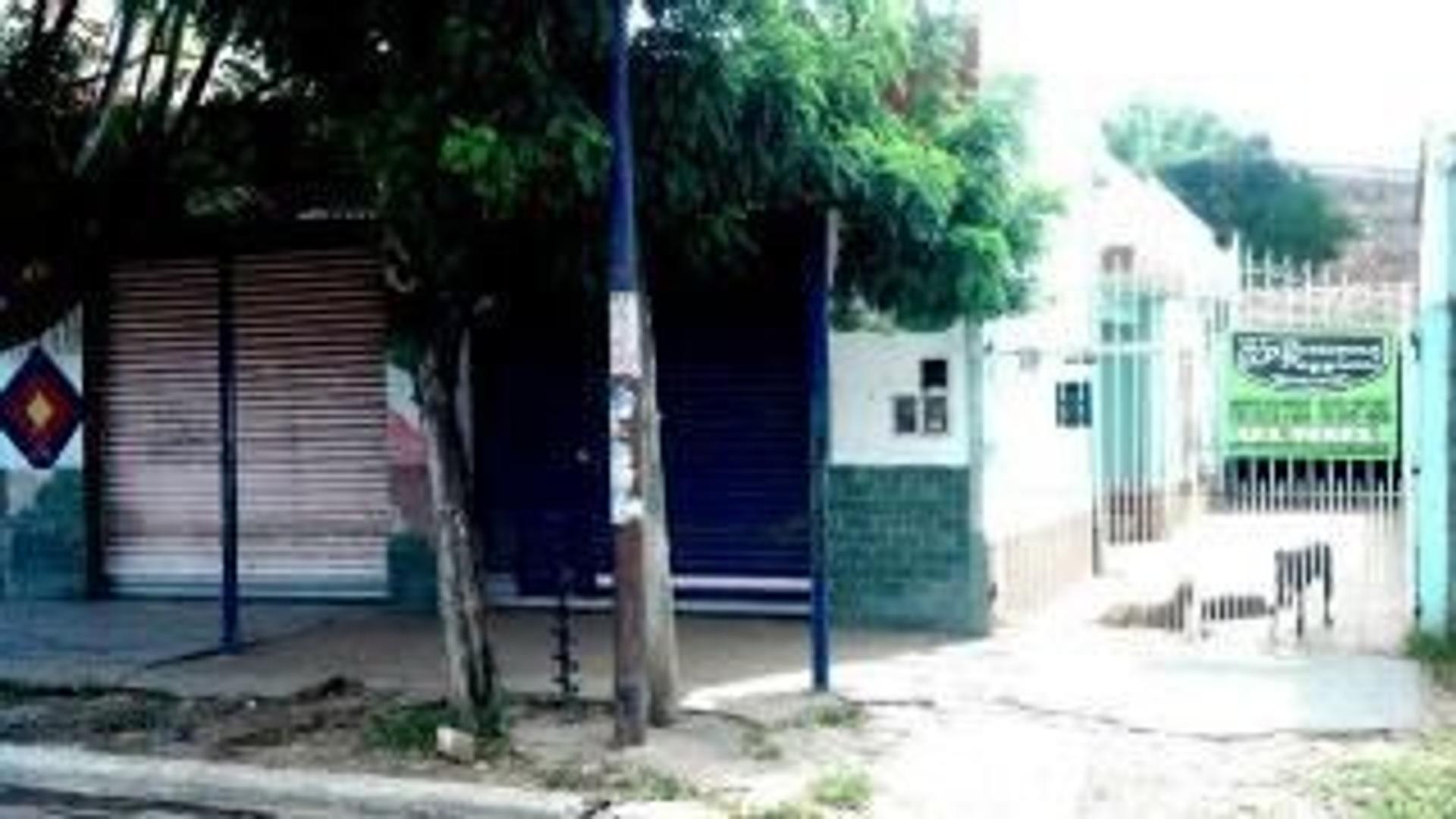 VENTA- 2 locales + Casa sobre calle PEYRET (Intentende Leopoldo suarez) US$ 69.000