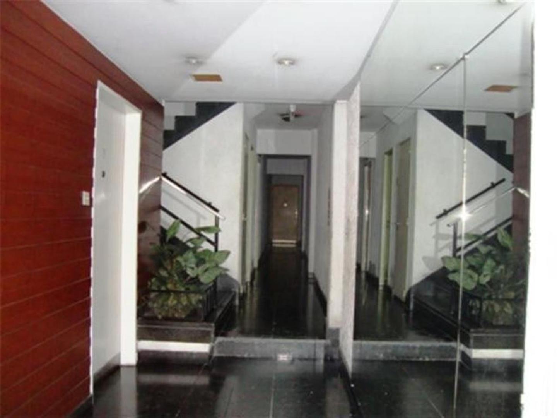 2 amb. MB en contrafrente Muy Buena vista edificio de dos pisos x Escalera Superficie Cubierta 37M2.