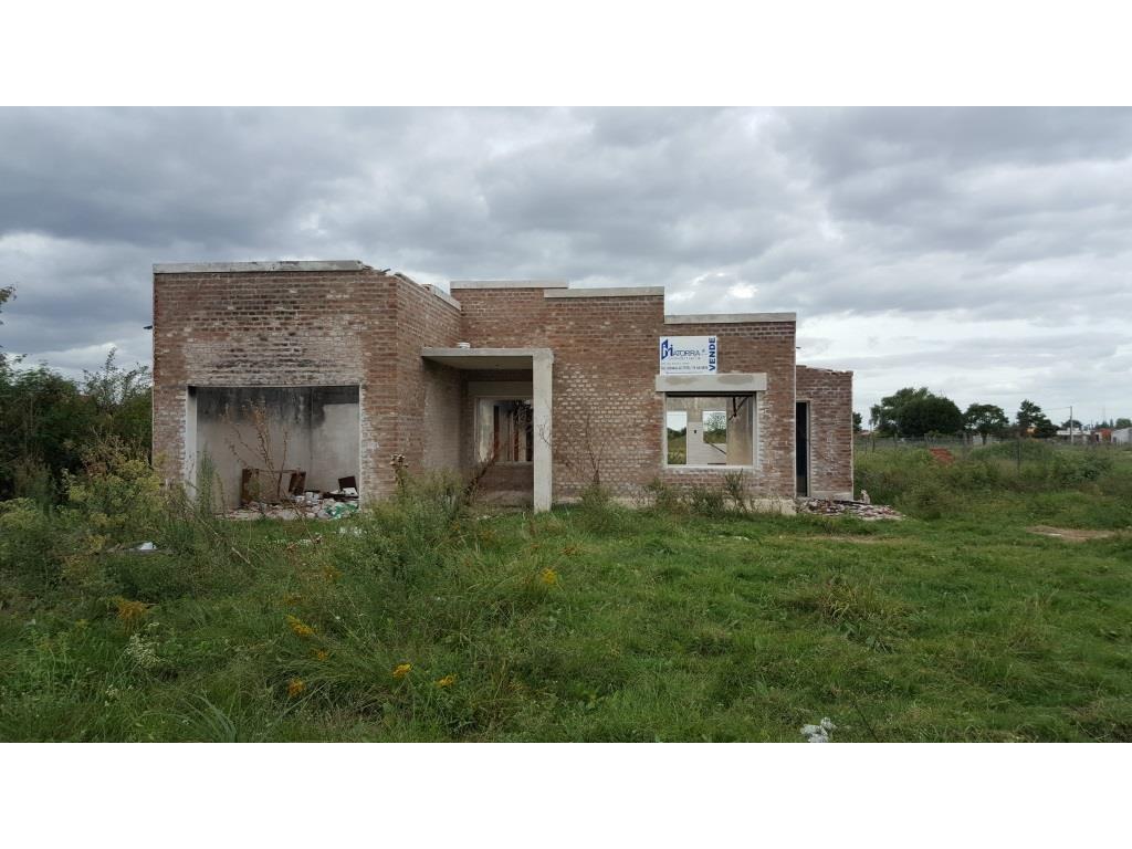 OPORTUNIDAD Casa para reparar, Terreno/ 970m2 - Construcción/ 120, zona Escuela N° 64