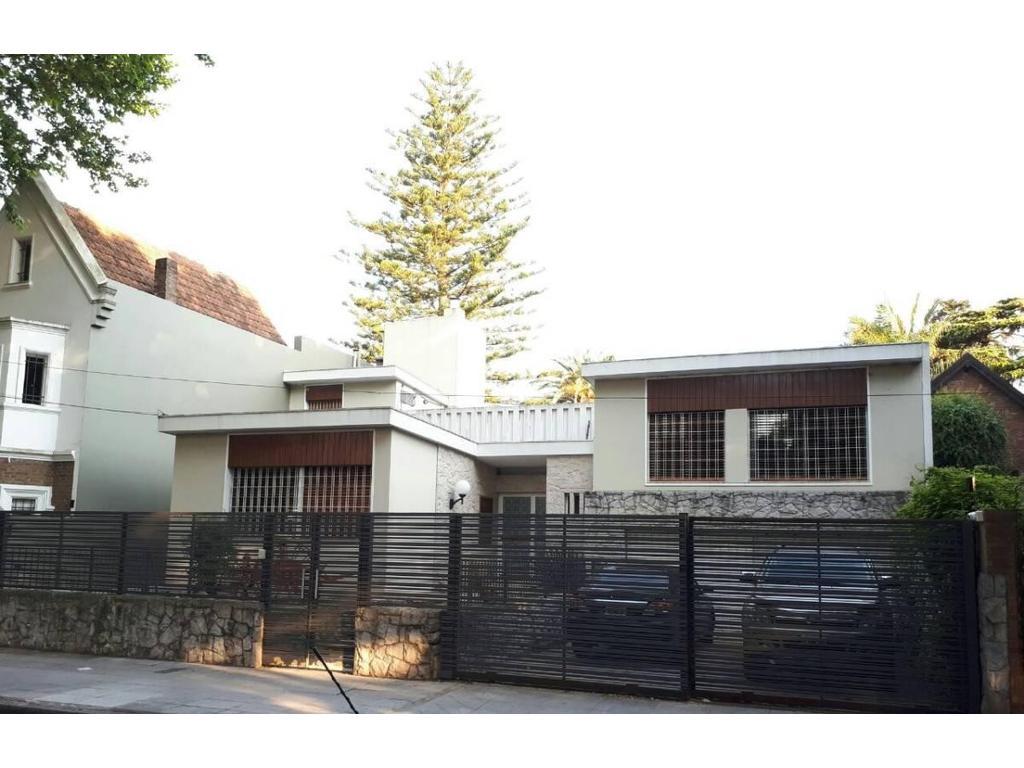 Importante residencia en el bajo de Vicente Lopez sobre 998 m2 de lote y 430 m2 cubiertos a nuevo!!