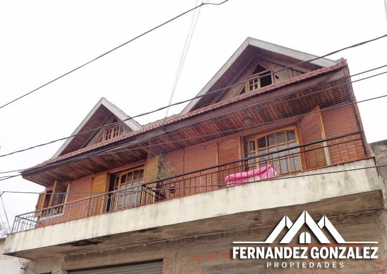 2 ambientes amplio, con balcón y terraza en 2 plantas.