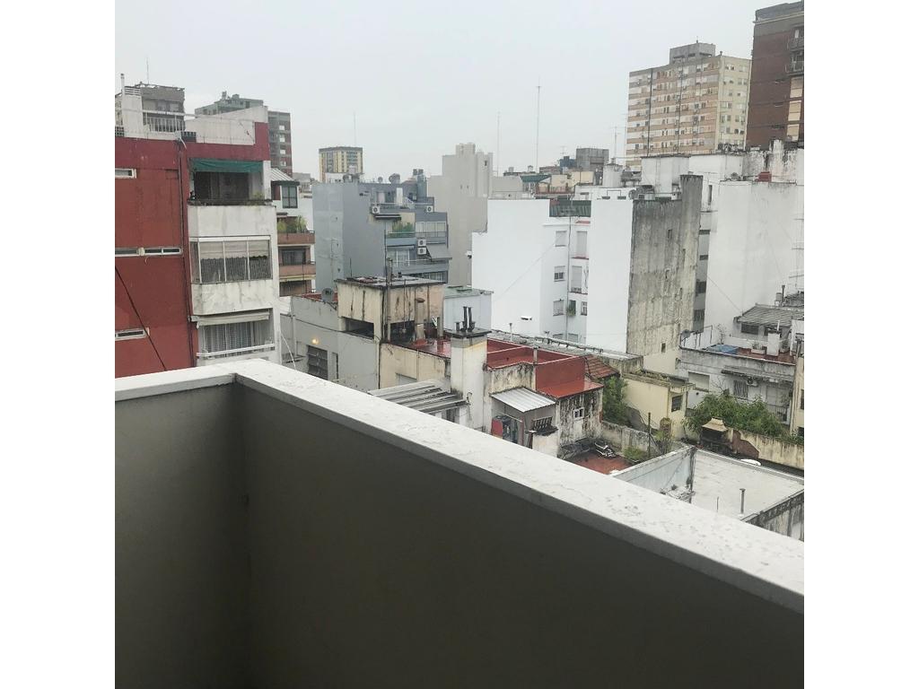 Excelente departamento de 2 ambientes al contrafrente, balcón y lavadero, muy luminoso.