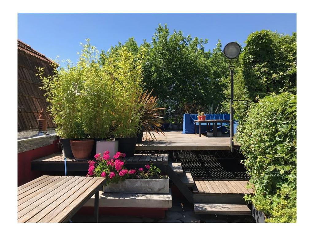 Casa 5/6 ambientes con gran terraza y parrilla