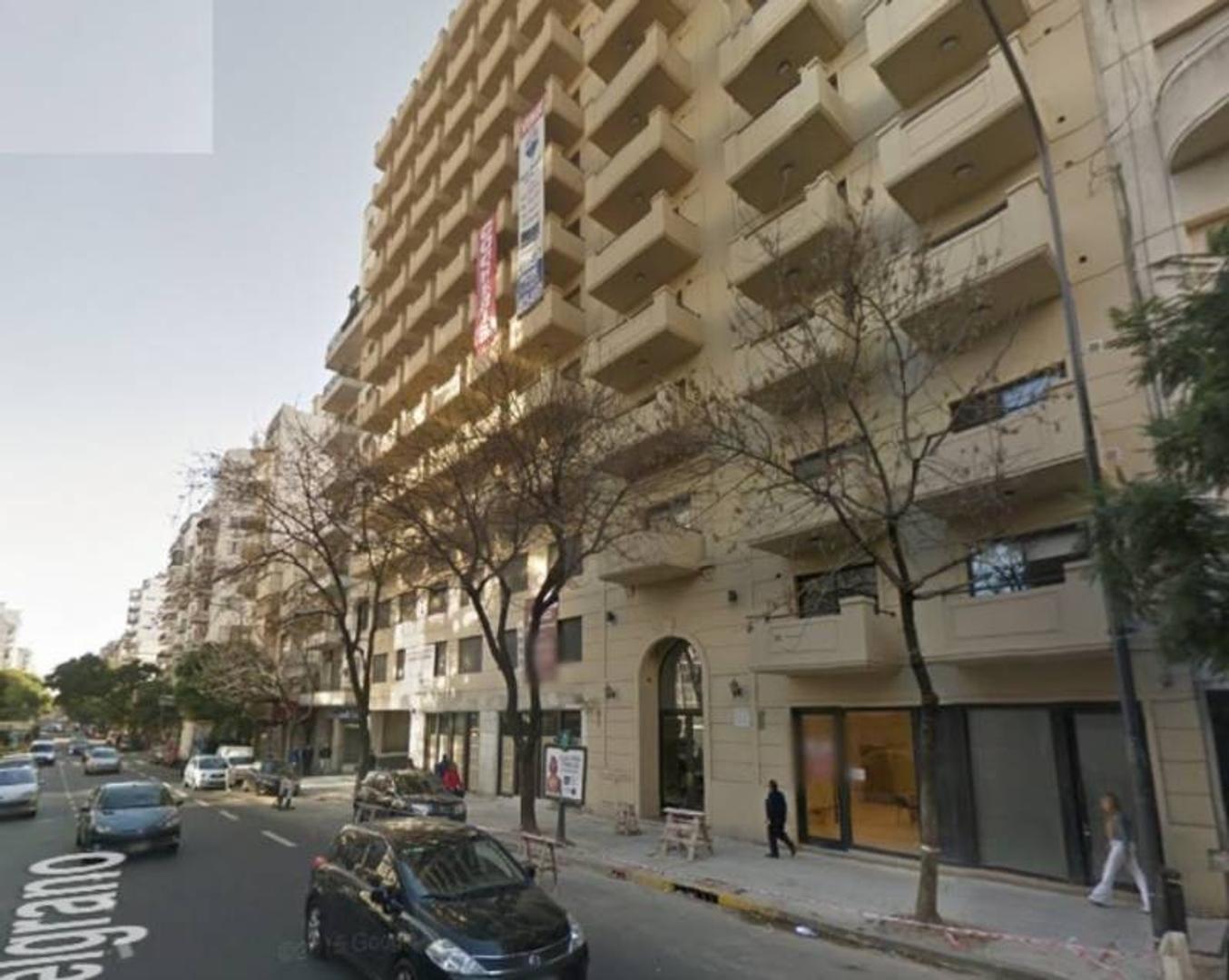 Av Belgrano 1300 Monserrat