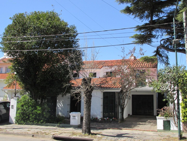 Casa en Alquiler en Acassuso Libertador  /  Solis