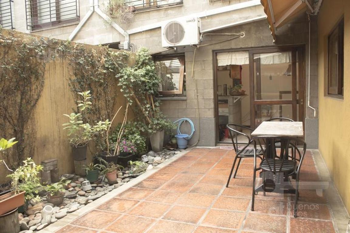 3 ambientes con lindo patio en Boedo. Luz y Sol (No apto Crédito)