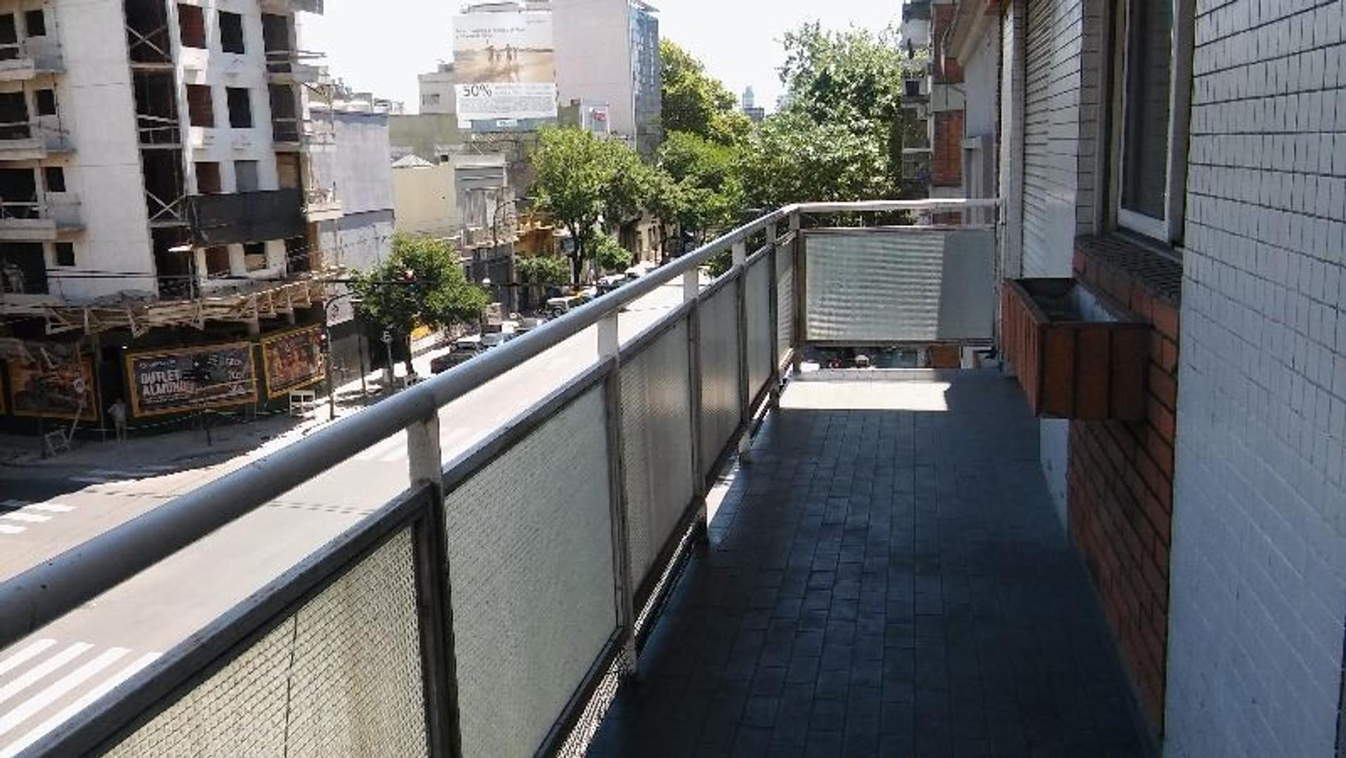 """VENDIDO  """" 4 ambientes c/dep Al frente con Balcon Corrido. Excelente Oportunidad APTO CREDITO"""""""