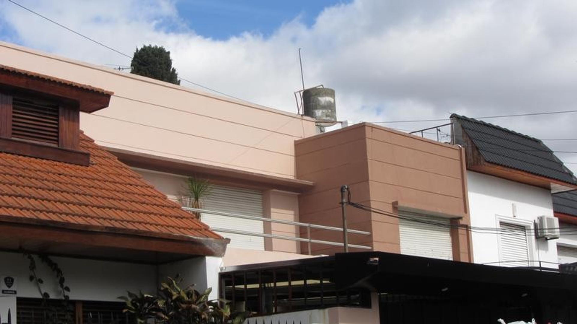 Casa de 3 dormitorios con dependencia y piscina