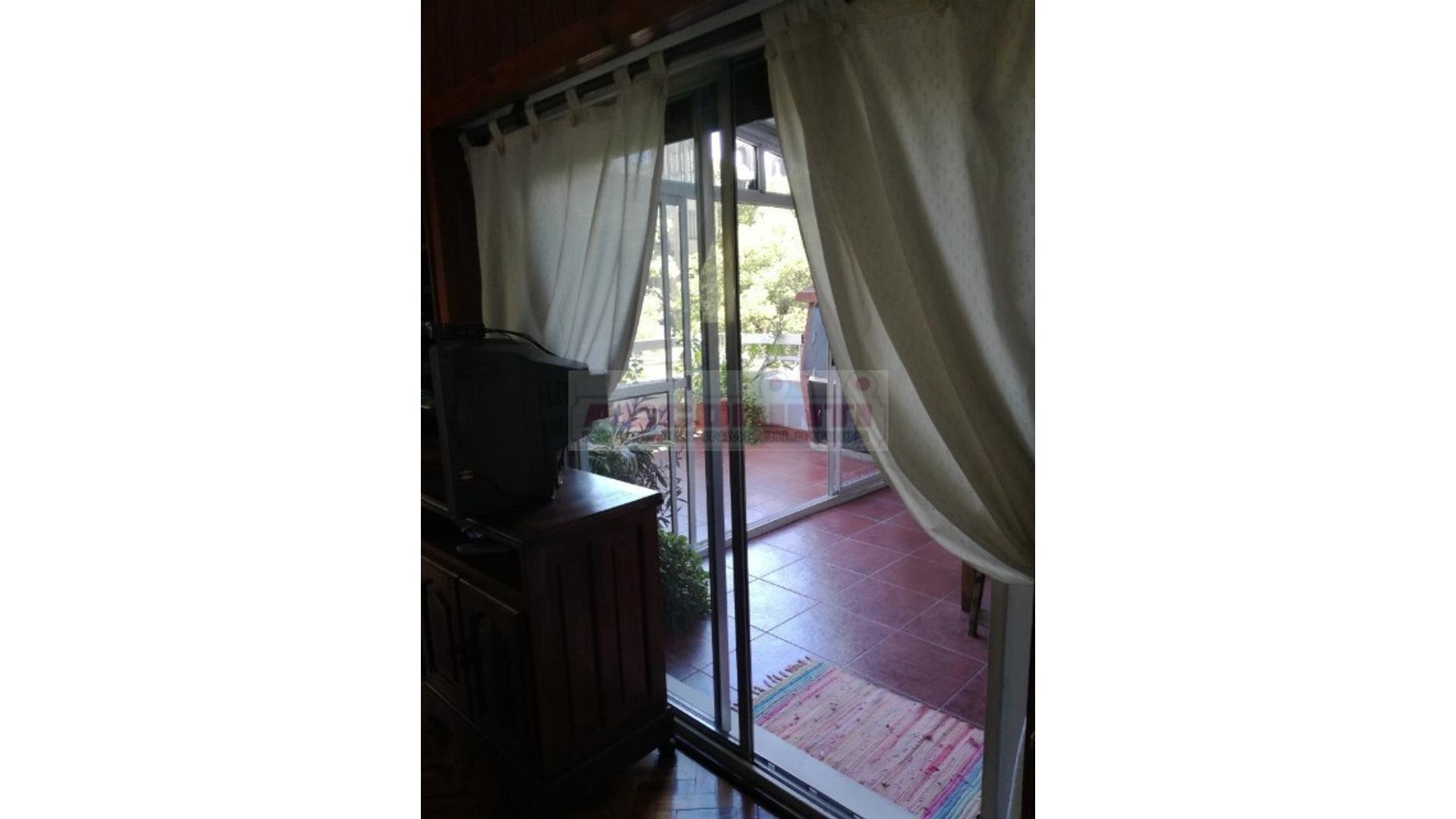 Excelente departamento con balcón terraza con parrila + cochera en Las Cañitas