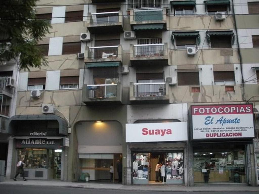 Oficina 55m2 pta div. frente a plaza a mts de Av. Cordoba