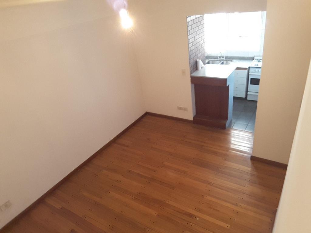 Alq. 2 ambientes  cocina y dormitorio independiente - a metros del subte linea B