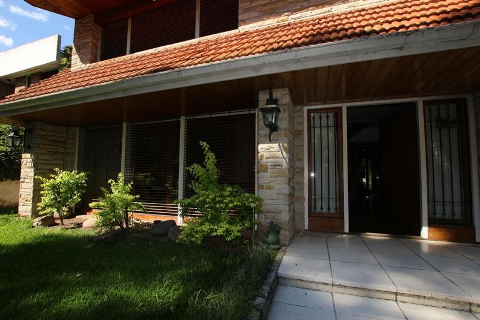 Casa en Venta en Acassuso Vias  /  Libertador