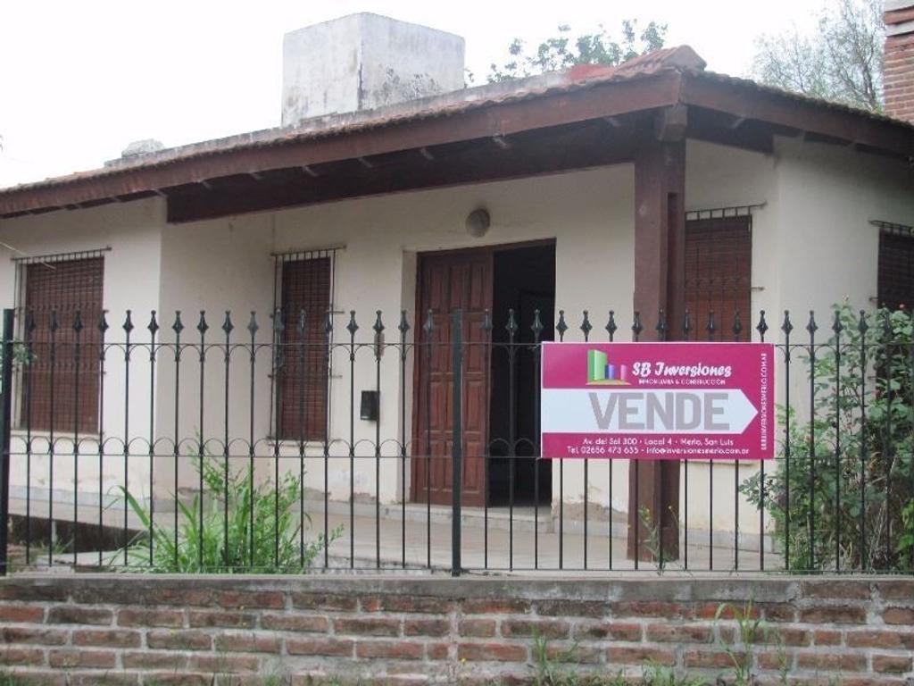 SE VENDE HERMOSA CASA EN EL CENTRO DE VILLA DE MERLO