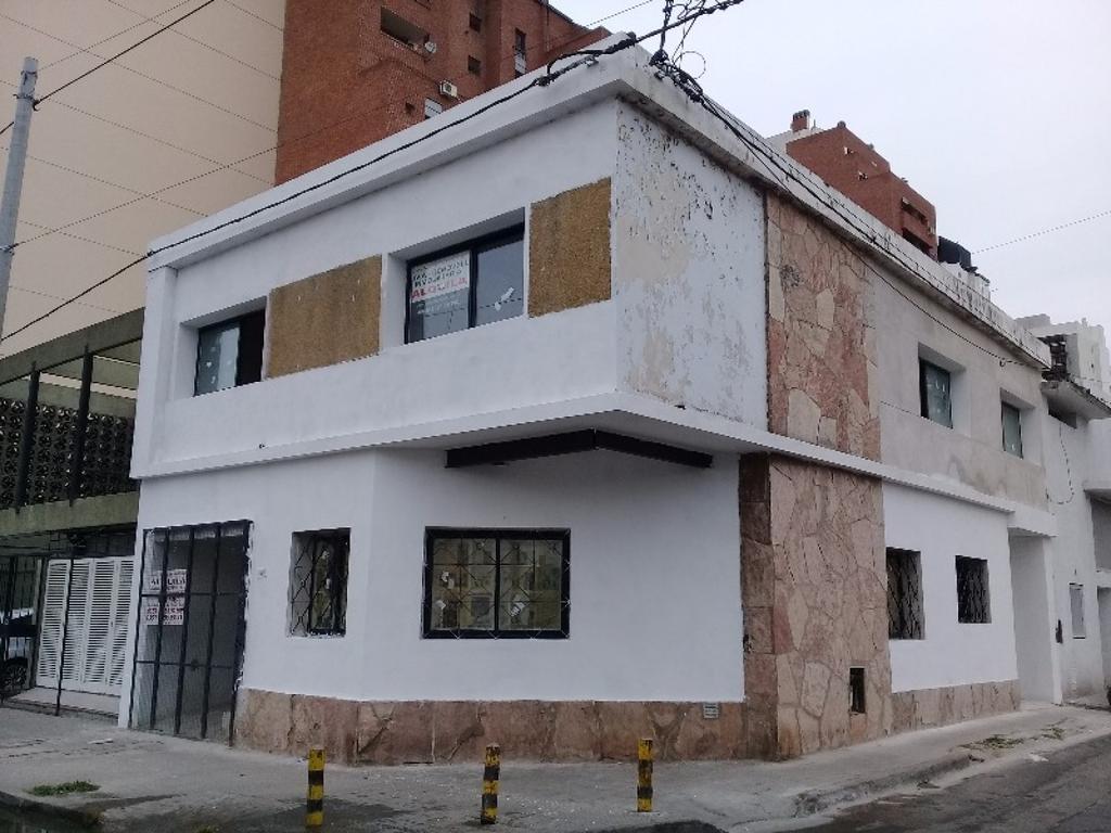 Alquilo casa con destino comercial en Guemes (frente Apross)
