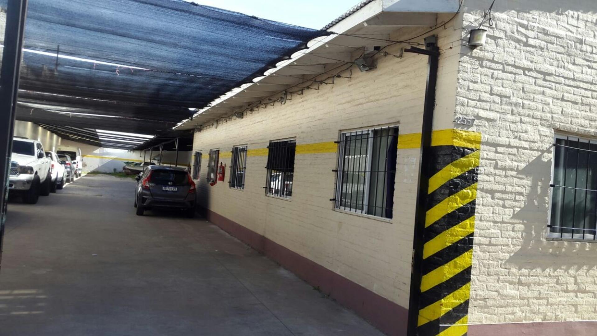 VENTA GARAJE DE 13,40 X 52,00 MTS. A 1/2 HOSPITAL ALVAREZ,  EN ZONA FLORES. CONSULTE