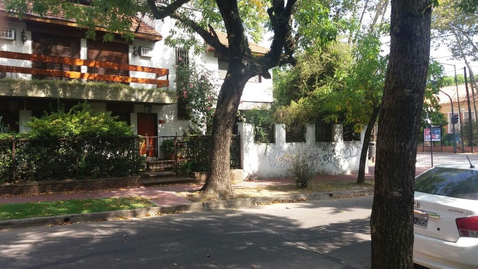 Beccar - Av. Libertador al río - Muy Buena casa con excelente jardin