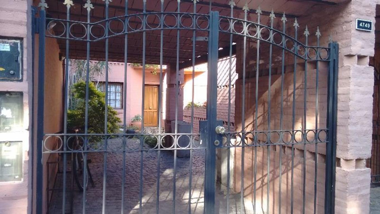 Excelente Triplex con cochera y parque - 6 cuadras plaza Arenales