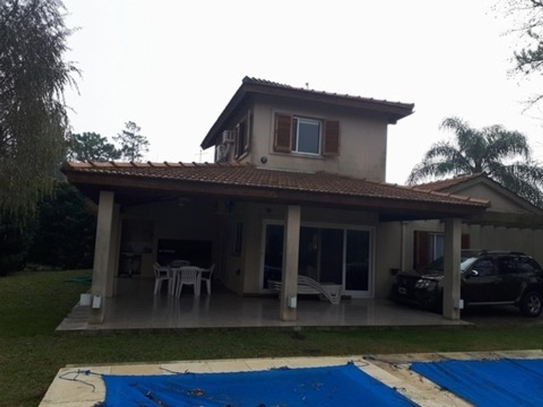 Casa en Venta en Larena Country Club - 5 ambientes