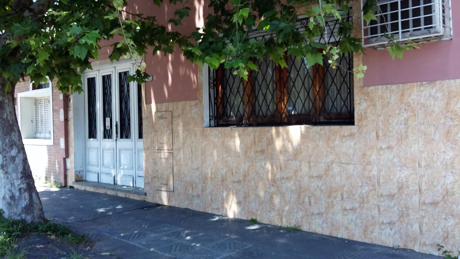 CASA 3 AMBIENTES CON GARAGE, PATIO Y TERRAZA +DEPTO 2 AMBIENTES CON PATIO Y TERRAZA
