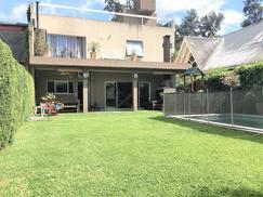 Lindísima casa, muy bien ubicada en calle cortada en el bajo de San Fernando.