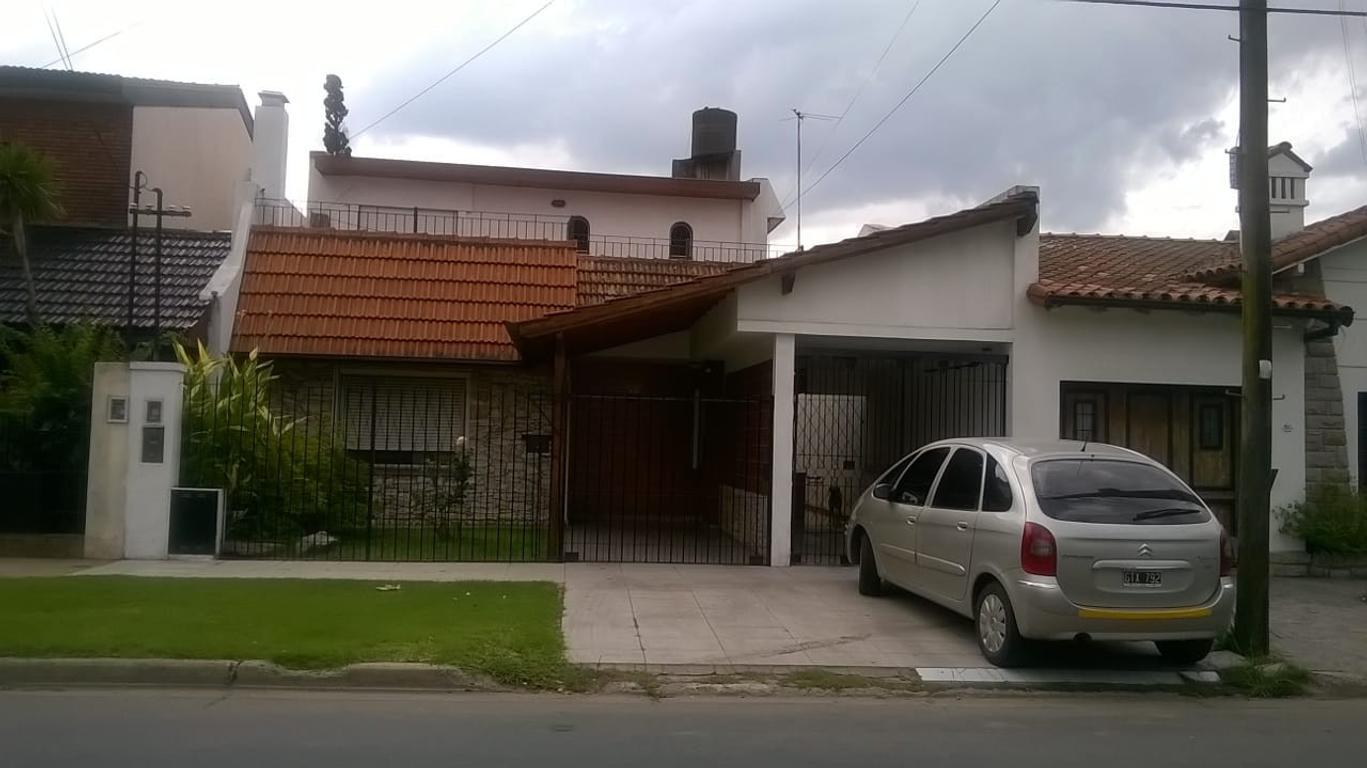 Casa 4 ambientes en Villa Sarmiento (Haedo) / APTO CREDITO /
