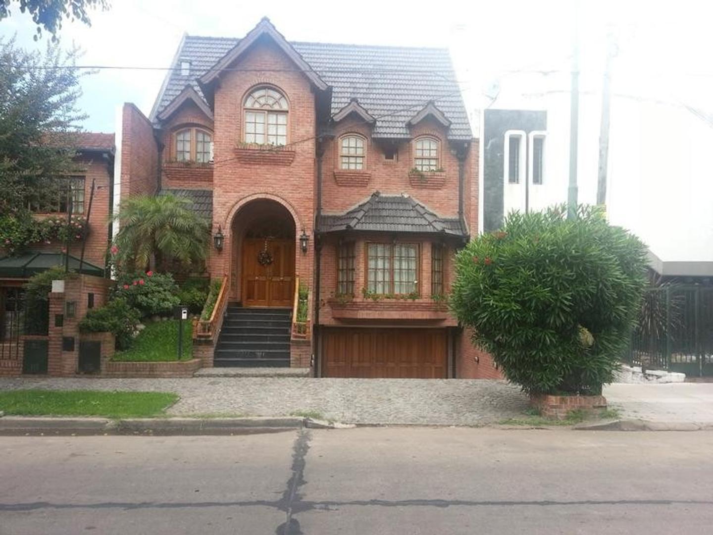 Casa en Venta en Barrio Parque - 4 ambientes