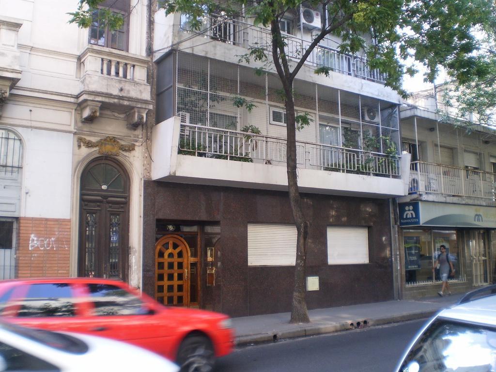 Departamento de tres ambientes con dependencia  con balcon