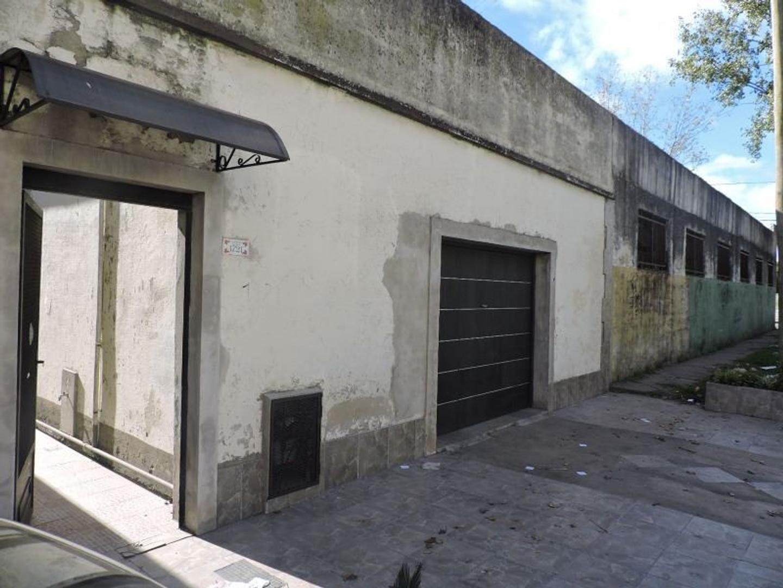 Galpón o deposito de 110 M2 con vivienda de 4 ambientes.