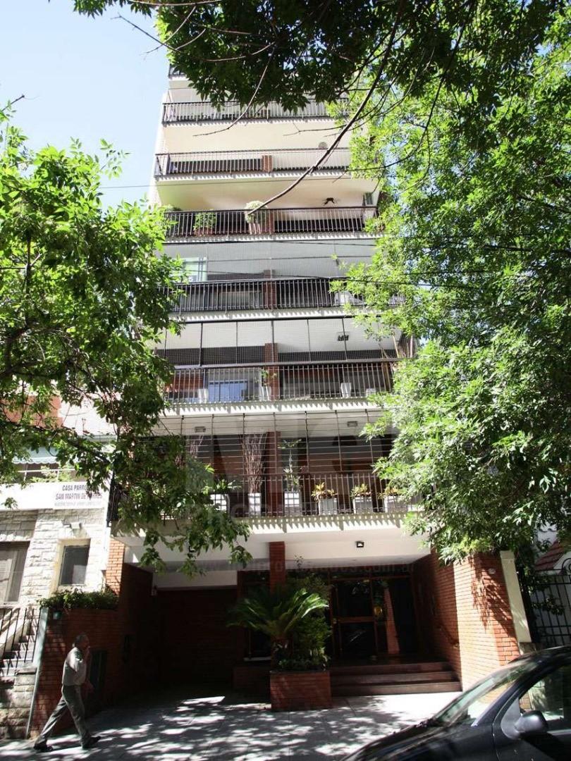 Piso de categoría en la mejor zona de Belgrano. 4 dormitorios, 2 suites. 220mts