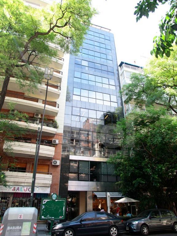 Amplia planta libre en piso alto en edificio de oficinas con divisiones en la mejor zona de Belgrano