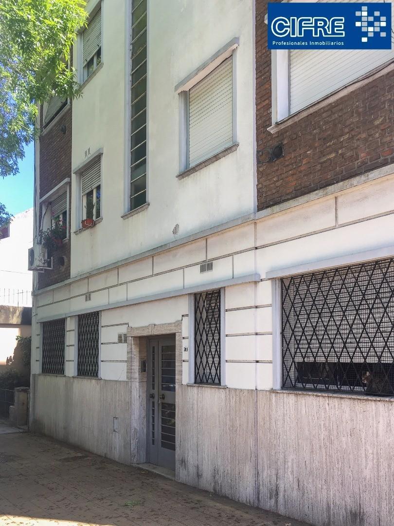 Departamento 3 amb. en PB al frente con patio (Suc. Devoto 4504-4444)