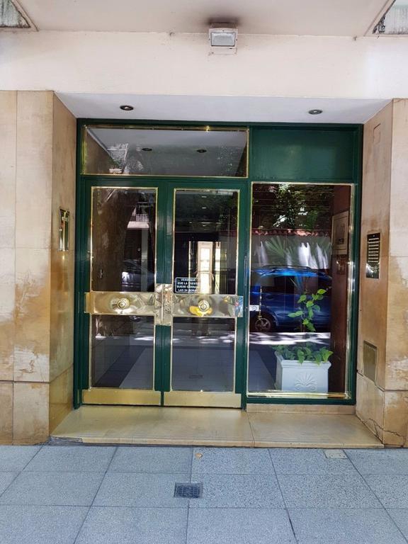 Excelente departamento de 4 ambientes con dependencia y balcón, al frente. TOMO 3 AMB.