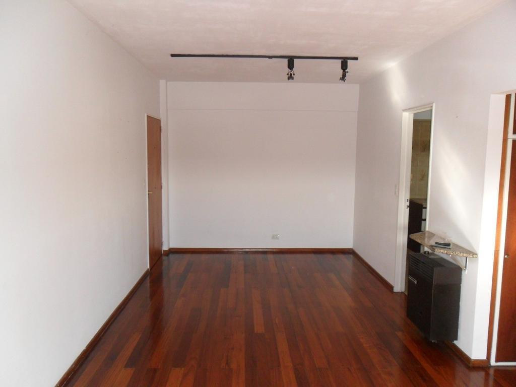 Amplio e impecable depto 2 amb, contrafrente, último piso, hermosa vista abierta, muy luminoso