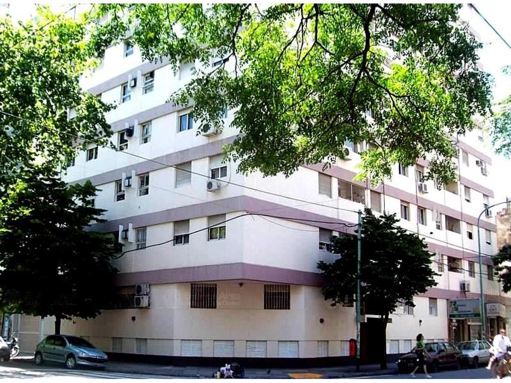 Excelente    Departamento   de   3 ambientes   lateral con patio   62 m2
