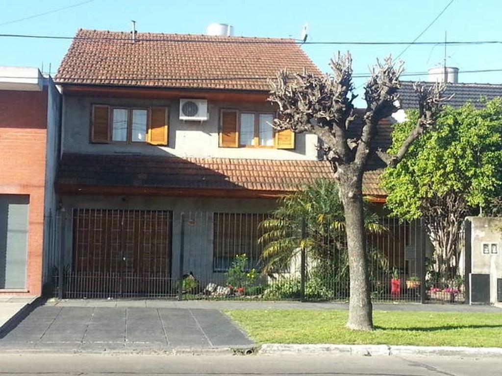 Chalet 5 ambientes Villa Luzuriaga.