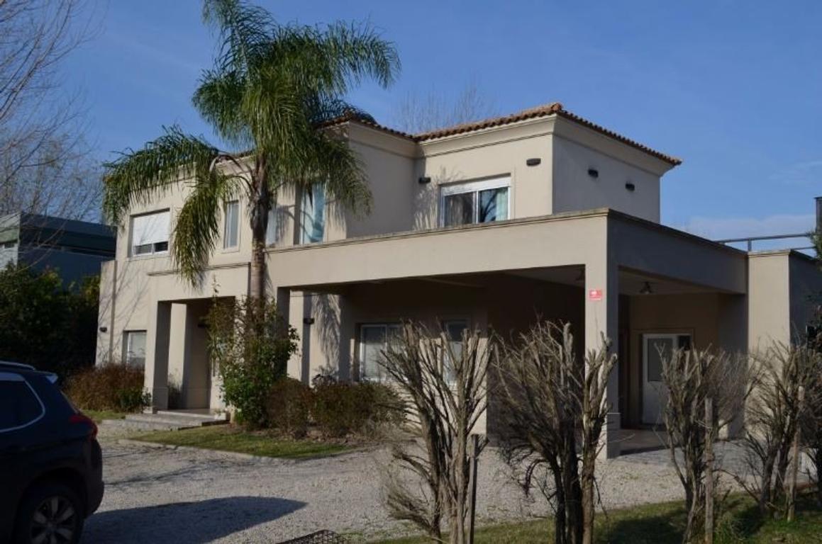 Excelente casa 2 plantas 3 dormitorios ( suite) Escritorio- Jardín, parrilla, piscina, garage