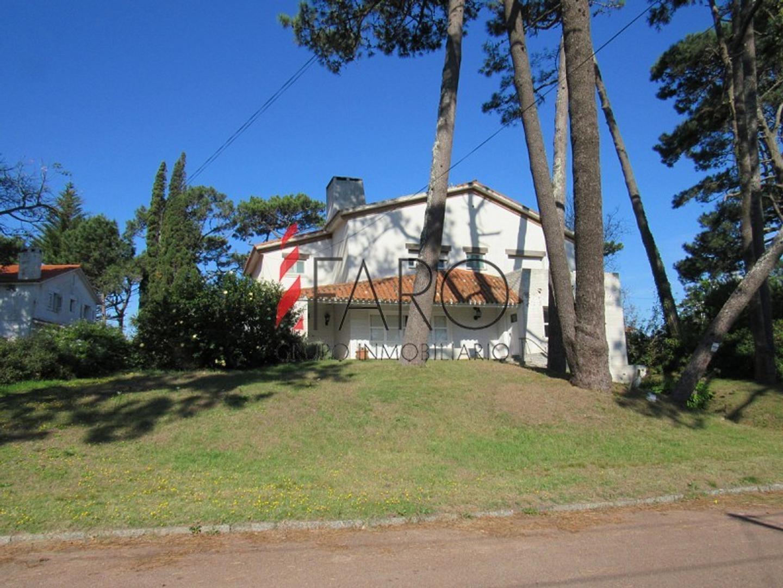 Casa en Venta - 5 ambientes - USD 600.000
