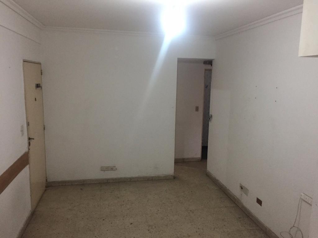 Departamento 2 amb. lateral con dos patios