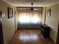 Hermoso departamento de 4 ambientes con cochera en el Edif. 48 Villa Celina
