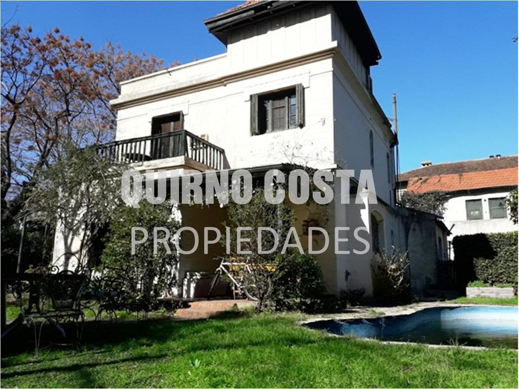 Increible casa en el Centro San isidro. Espectacular lote. Posibilidad de subdividir en tres lotes.