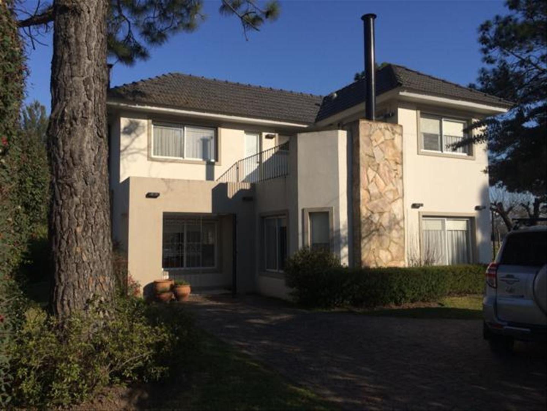 Casa en Venta en Larena Country Club - 4 ambientes