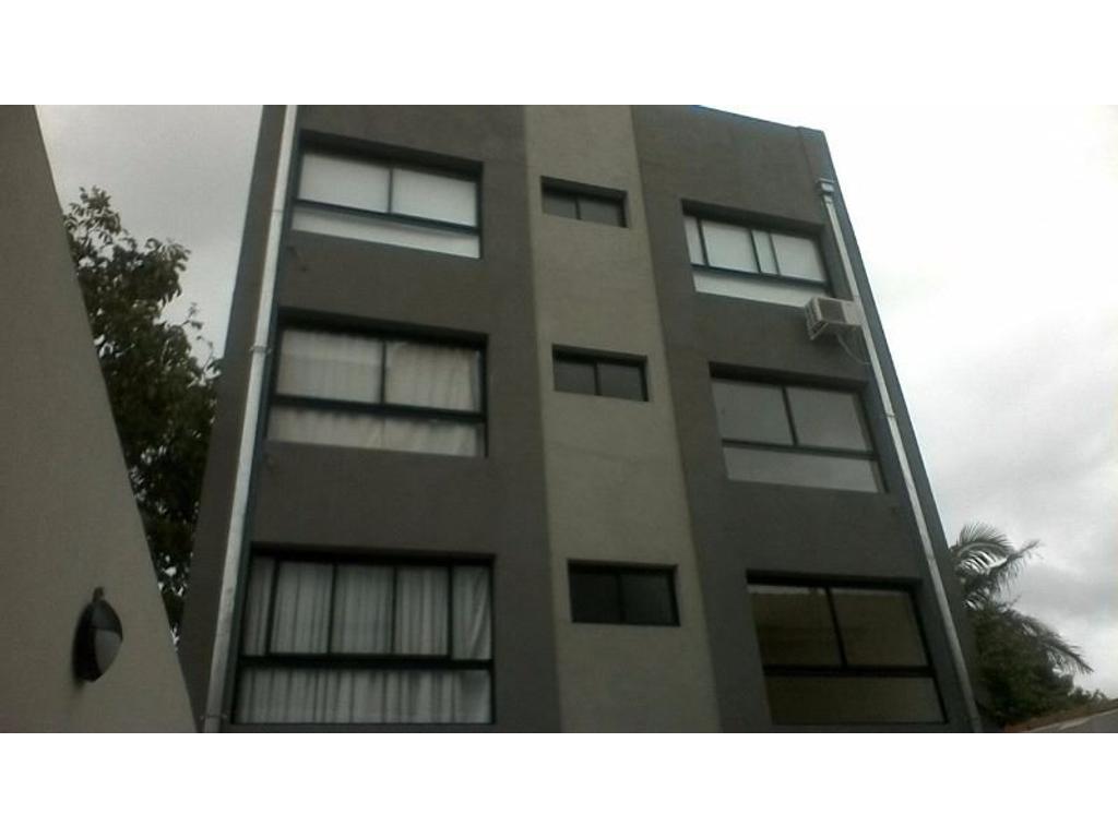 Impecable departamento de 2 amb tipo semipiso, con balcón al frente. Ayacucho N° 730. Bernal.