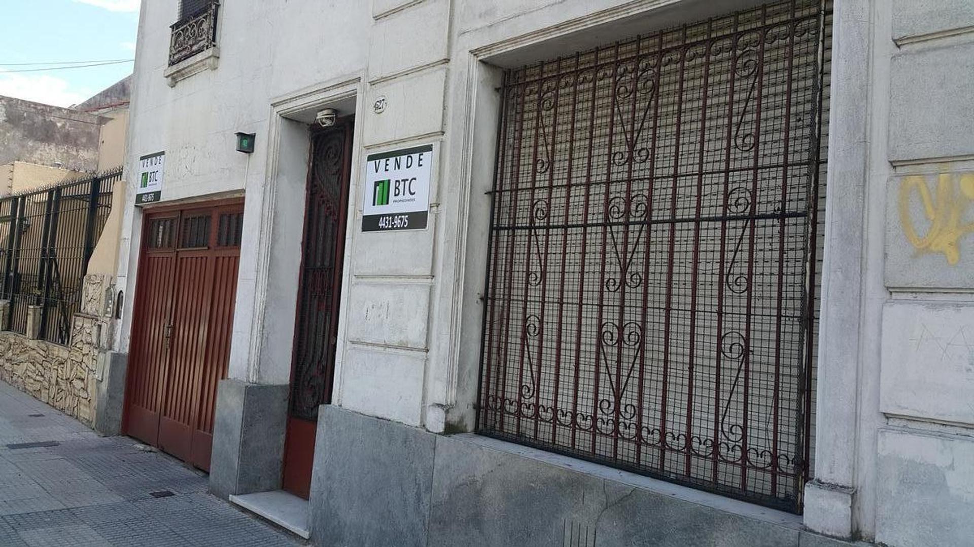 Casa 4 ambientes cochera a reciclar - Villa Gral.Mitre